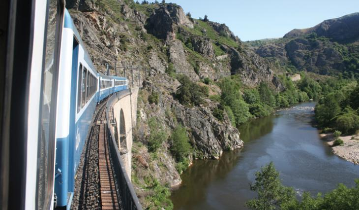 Le train dans les gorges de l'Allier
