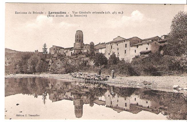 Carte postale du village de Lavaudieu