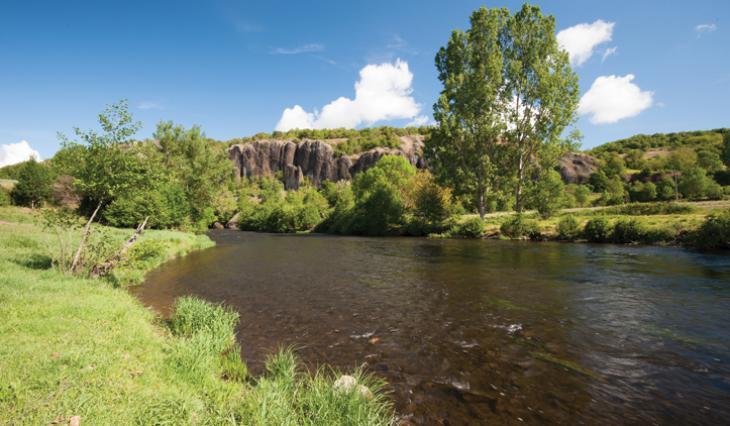 La vallée de l'Allier, les falaises du Blot