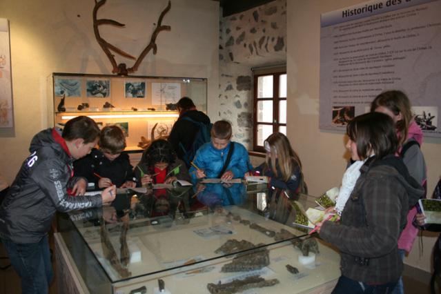 Une visite de scolaires au musée