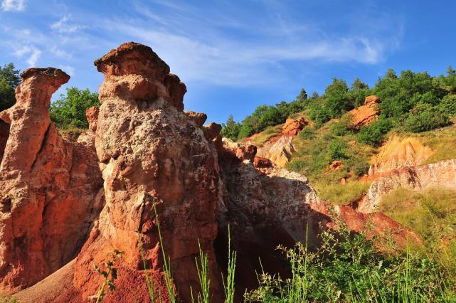 Cheminées de fées - vallée des Saints à Boudes