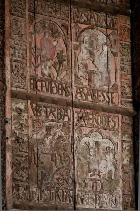 Portes en bois du 12e siècle, porche principal ouest, cathédrale du Puy-en-Velay