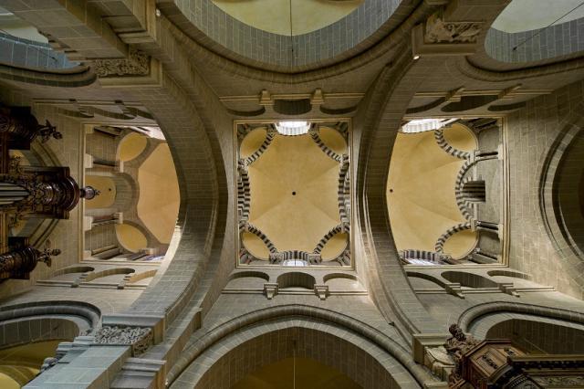 Coupoles sur trompes recouvrant la nef, cathédrale du Puy-en-Velay