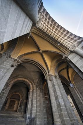 Travées supportant la nef, porche principal ouest, cathédrale du Puy-en-Velay