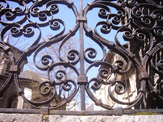 Détail de la grille de l'hôtel Castagnery