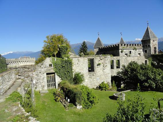 Miolans, jardins et haute cour