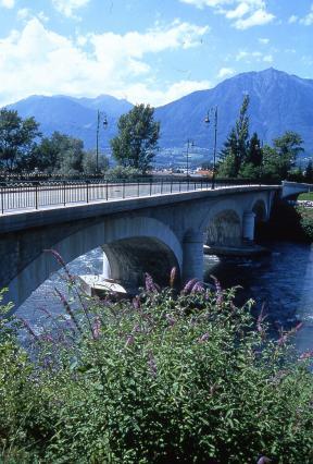Le pont des Adoubes