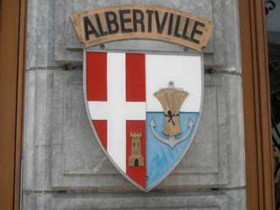 Blason double sur la façade de l'Hôtel de ville