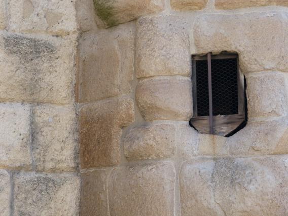 Détail de la Grande Eglise en grès houiller