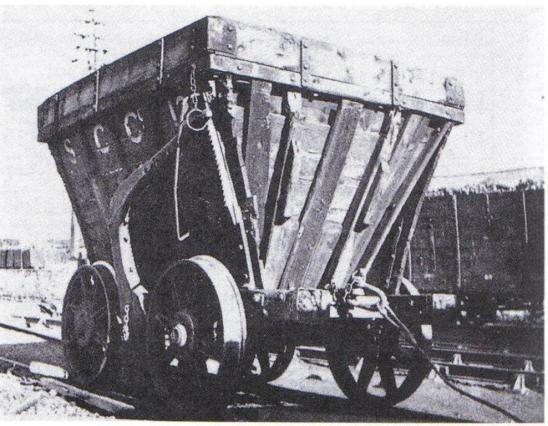 Charriot pyramidal pour le transport du charbon