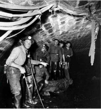 Égoutiers place Carnot dans les années 50