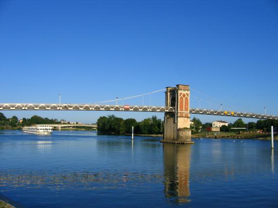 Le pont suspendu ou passerelle de Trévoux