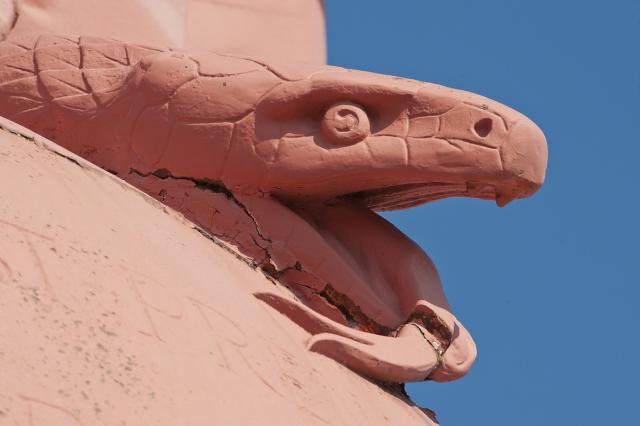 Le serpent écrasé par la Vierge, statue Notre-Dame de France, Le Puy-en-Velay