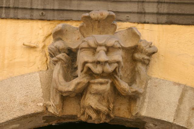 Le logis des Frères Michel, sculpteurs, mascaron sur la façade, rue Pannessac, Le Puy-en-Velay