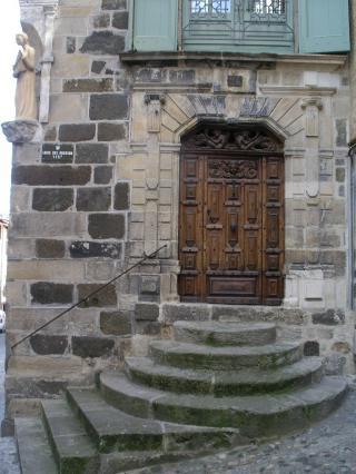 Hôtel rue des Farges, ville haute du Puy-en-Velay