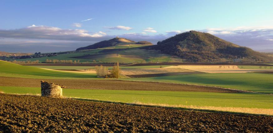 Vue sur les Turlurons et la plaine de la Limagne