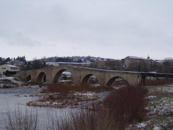 Le pont de la Chartreuse, la Chartreuse en arrière-plan, Brives-Charensac