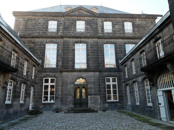 Cour d'honneur, hôtel Dufraisse