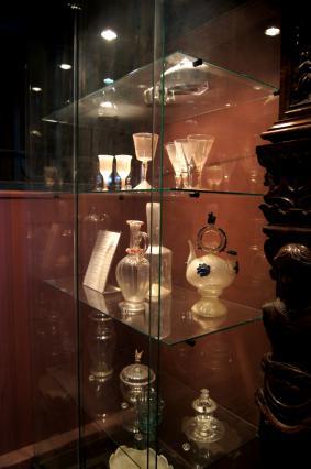 Vitrine sur la verrerie de Margeride - Musée d'art et d'histoire Alfred Douët