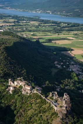 Château et vieux village perché