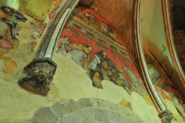 Décors peints du 14e siècle de la salle basse du château de Saint-Floret