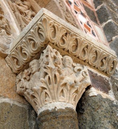 Portail de la chapelle Saint-Michel d'Aiguilhe, chapiteau