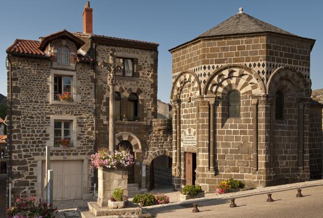 Chapelle Saint-Clair au pied de la chapelle Saint-Michel d'Aiguilhe