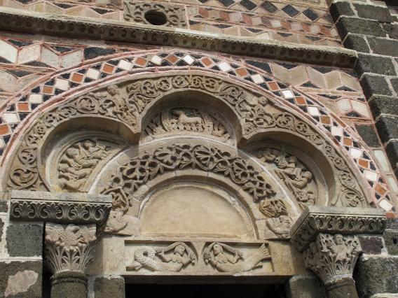 Portail de la chapelle Saint-Michel d'Aiguilhe, détail du tympan