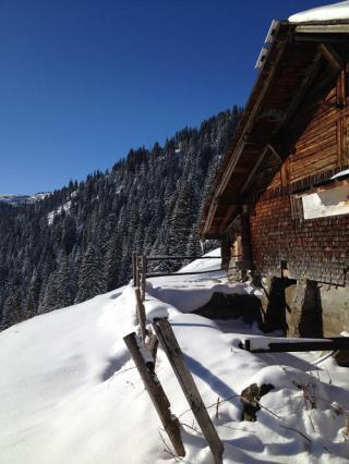 Chalet d'alpage sous la neige Betzallin