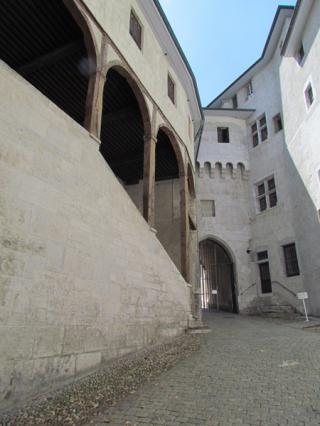 La porterie, partie médiévale et du 18e siècle du château des ducs