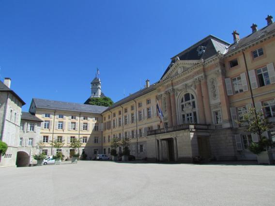 L'ancienne aile royale du château, aujourd'hui la préfecture