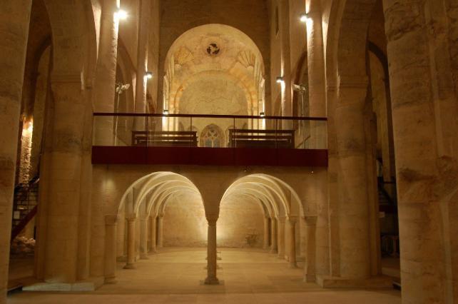 La tribune monastique de l'abbatiale de Cruas