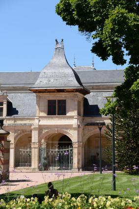 Pavillon Anne de Beaujeu, portique Renaissance