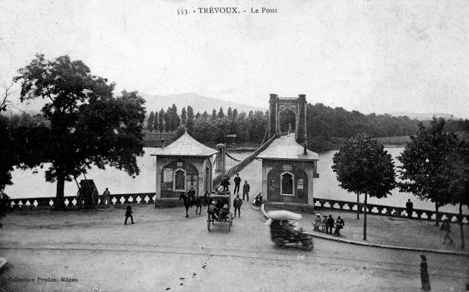 Carte postale, Le pont suspendu de Trévoux