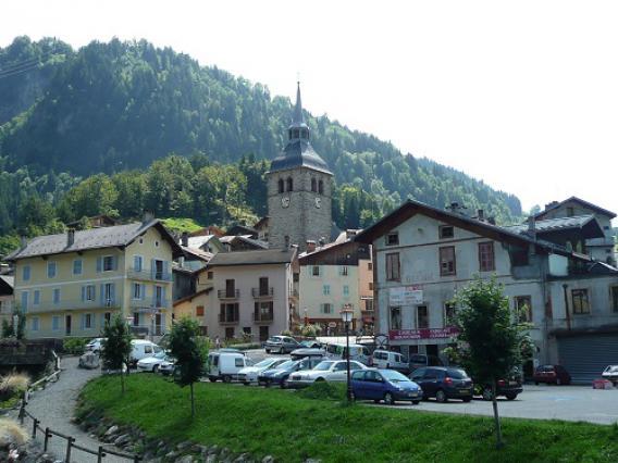 Beaufort, église et village