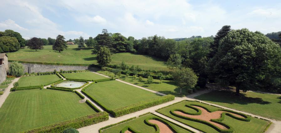 Les jardins à la française du château de Virieu