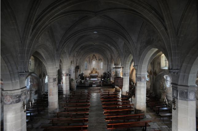 L'intérieur de l'église de Saint-Geoire-en-Valdaine