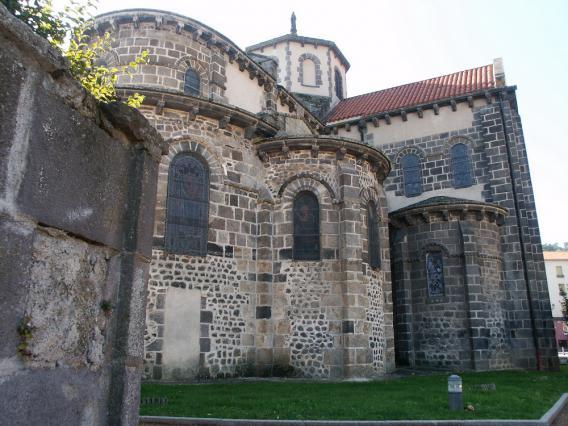 Chevet de l'abbatiale Saint-Pierre de Mozac
