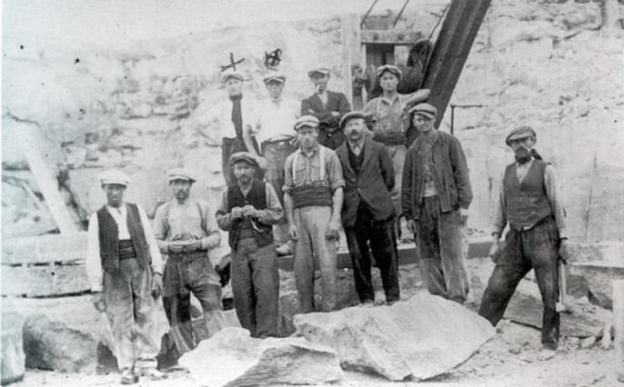 Tailleurs de pierre de Montpeyroux vers 1928-1929 - image d'archives