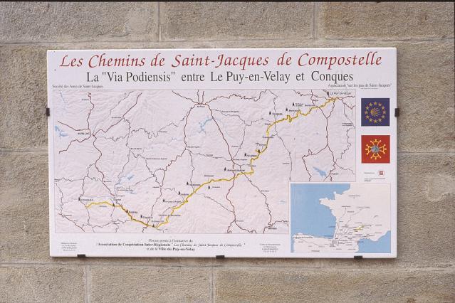 La via podiensis au départ de la place du Plot du Puy-en-Velay