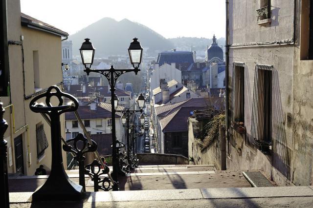 Vue depuis la colline du Crêt-de-Roc