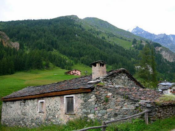 Peisey-Nancroix, hameau de Rosuel (Tarentaise) chalet et étrave