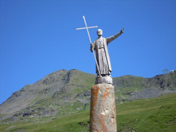 Col du Petit-Saint-Bernard, colonne Joux et statue de Saint-Bernard