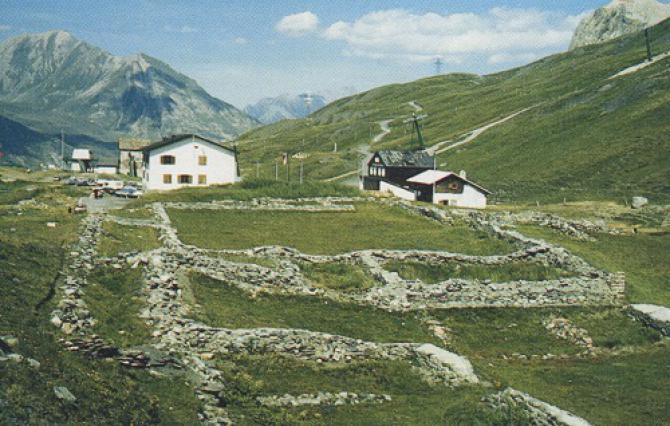 Col du Petit-Saint-Bernard, la mansio côté Est
