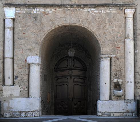 Le porche de l'église de Saint-Laurent-des-Près