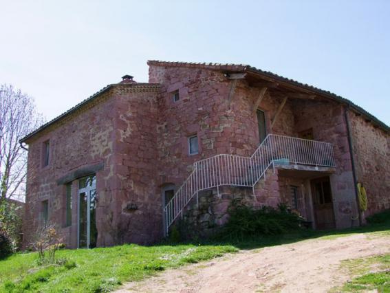 Maison en latérite rouge à Royat, Estandeuil
