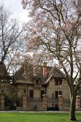 Vue de la maison Mantin depuis le parc Laussedat. Collection musée Anne-de- Beauje