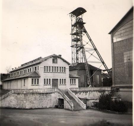 Installations de la mine au carreau des Graves à la Combelle vers 1930  - Image d'archives