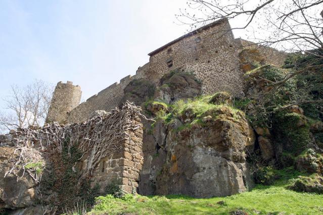 Remparts et fortifications de la forteresse de Polignac