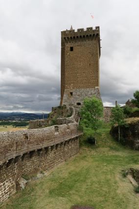Dans l'enceinte de la forteresse de Polignac